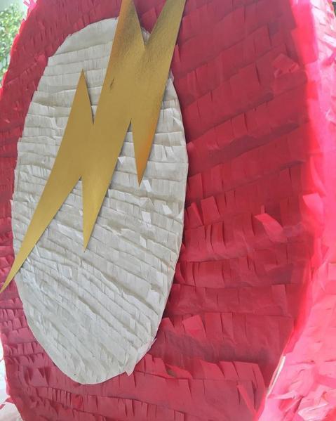 Piñata de Flash por @tufiestagenial