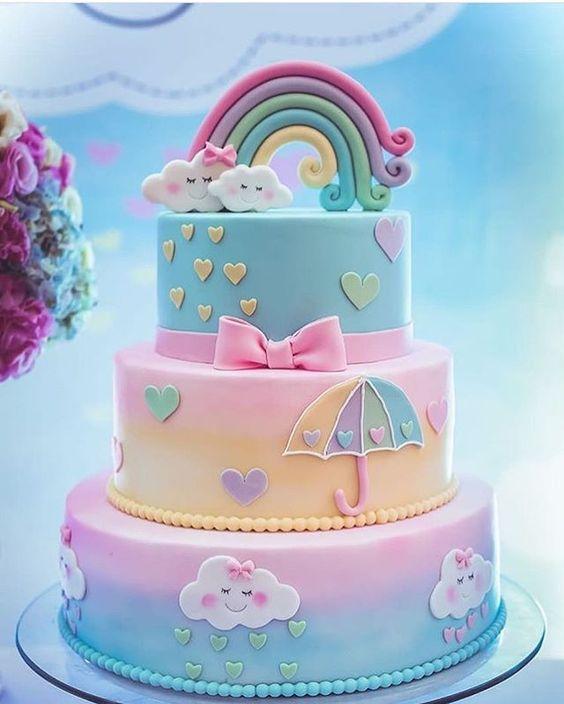Torta decorada con la temática de lluvia de amor