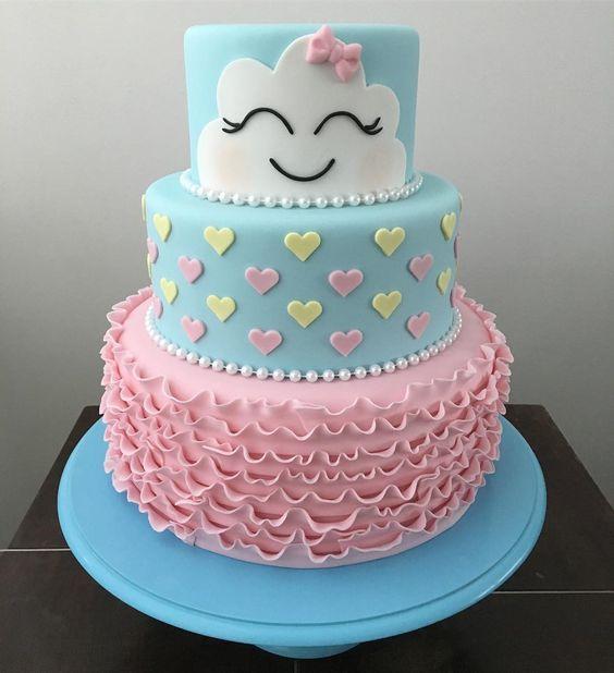 Torta decorada en rosa y celeste de lluvia de amor