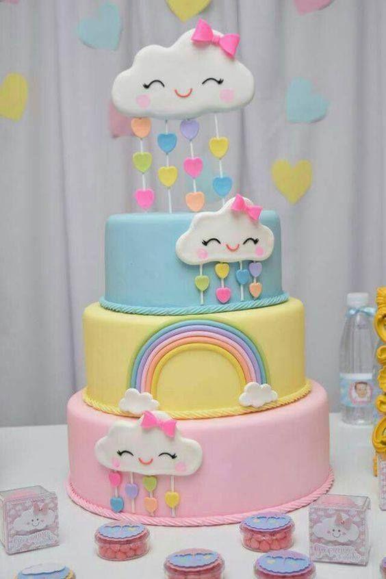 Torta de cumpleaños de lluvia de amor en tonos pasteles