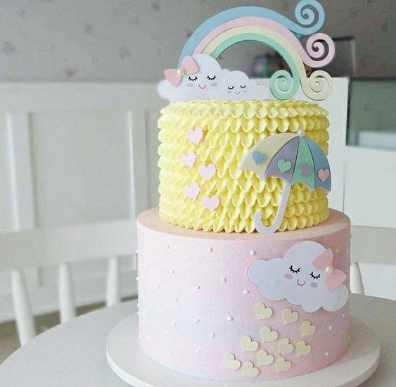 Torta en tonos pasteles de lluvia de corazones