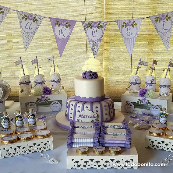 Mesa con torta shabby chic lila para 50 años