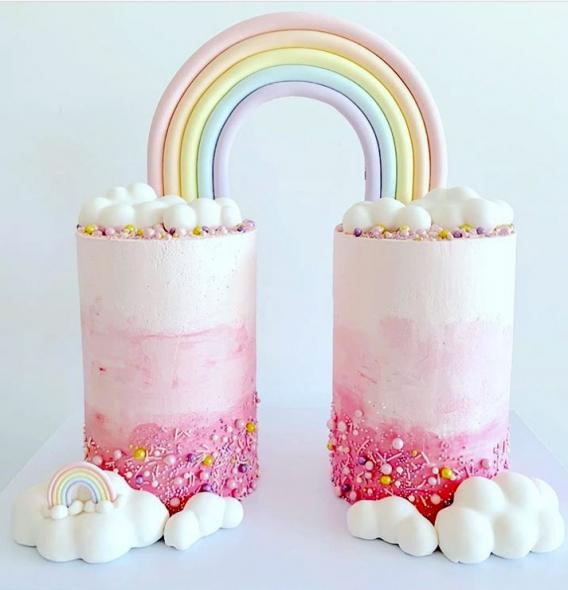 Torta arcoiris y nubes