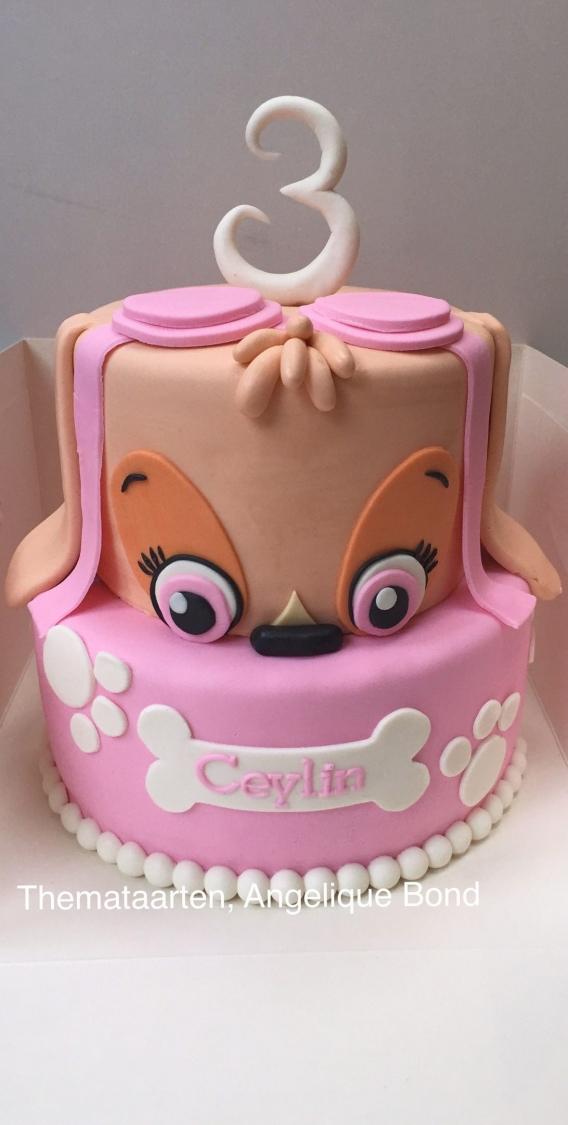 Torta de cumpleaños con Skye en rosa