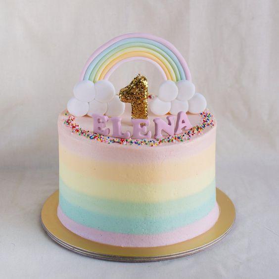 Torta de arcoiris pastel y glitter dorado