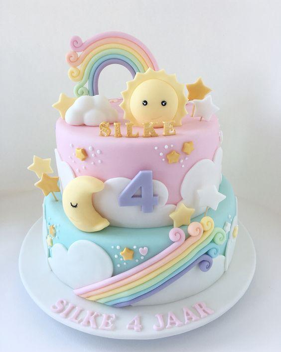 Torta de arcoiris, estrellas, sol, luna y nubes