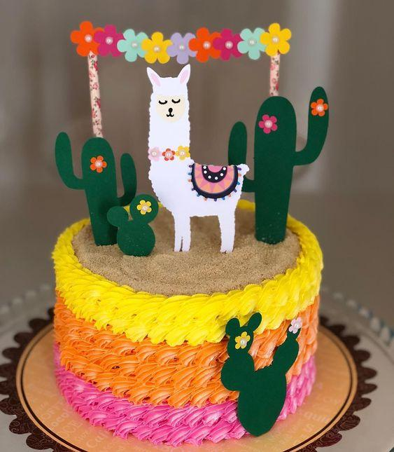 Torta decorada con llama y cactus colores fuertes