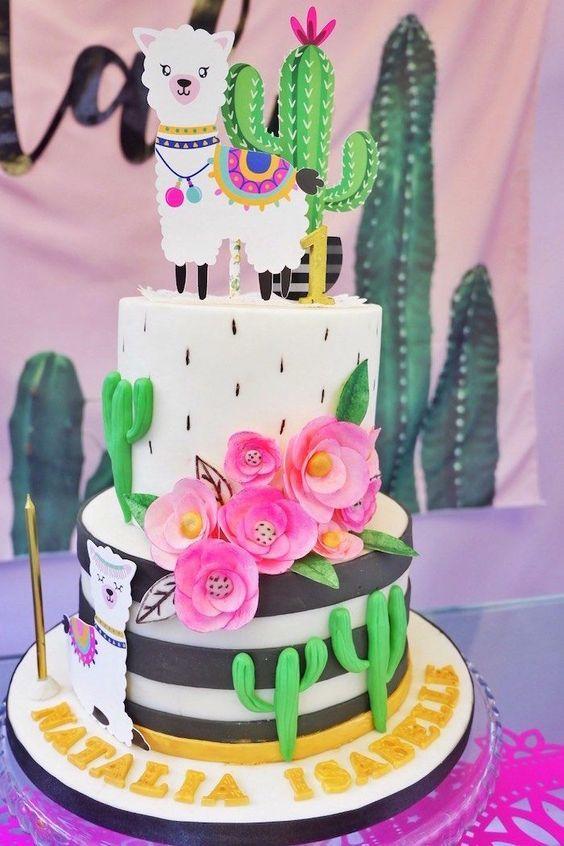 Torta de llama con cactus, rayas y flores