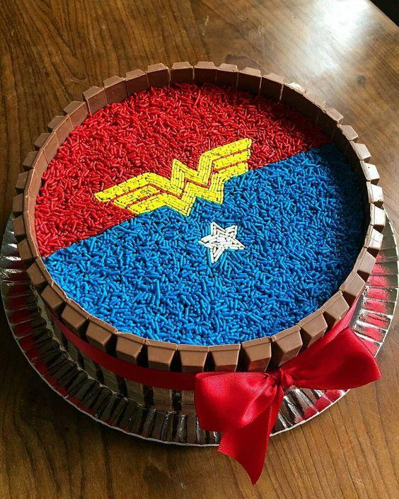 Torta de mujer maravilla fácil
