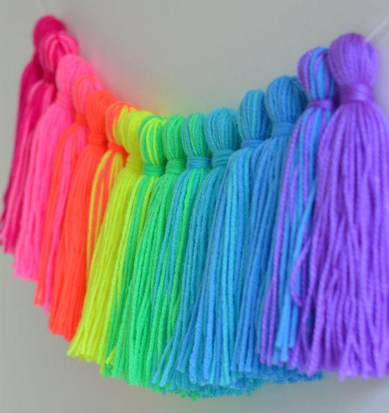 Guirnaldas con borlas de lana