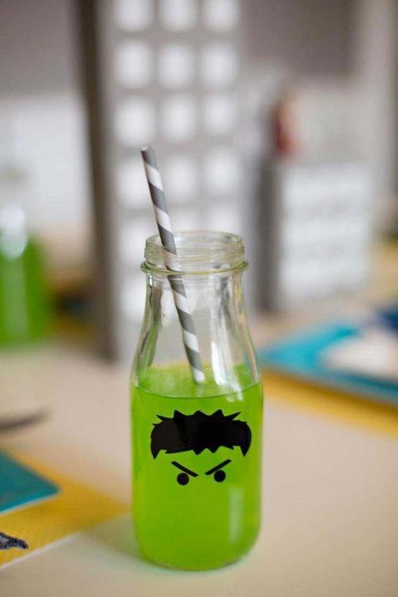 Botella decorada con Hulk