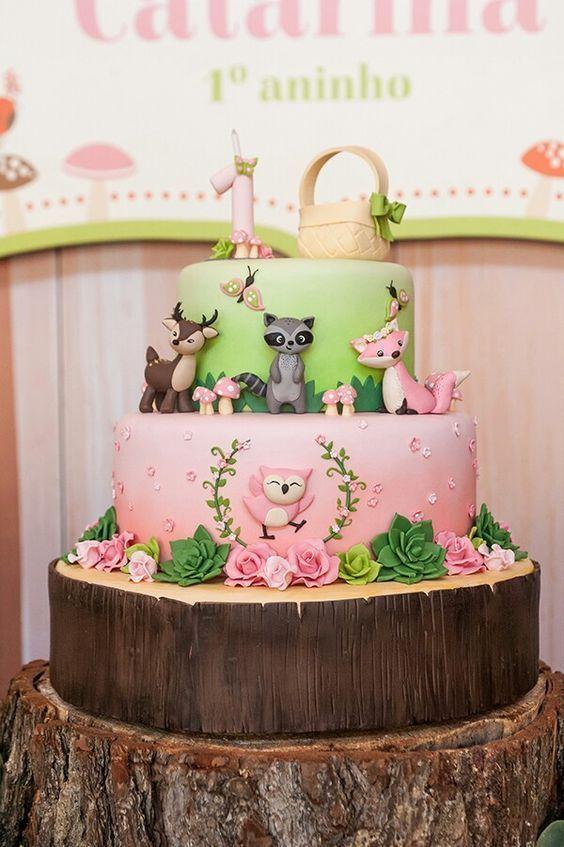 Torta en tonos verde y rosa de Animalitos del Bosque