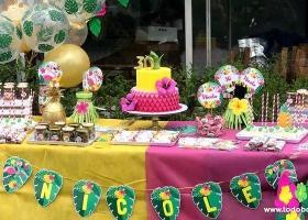Niqui festejó sus 30 años con flamencos y ananás