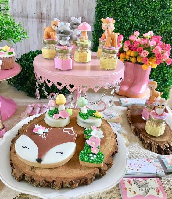 Mesa dulce de animalitos del bosque