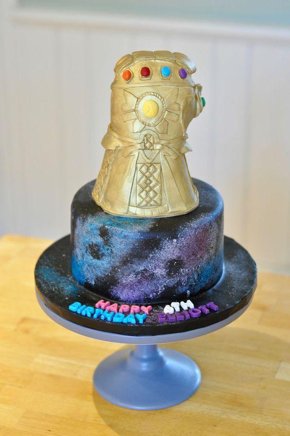 Torta de cumpleaños guantelete