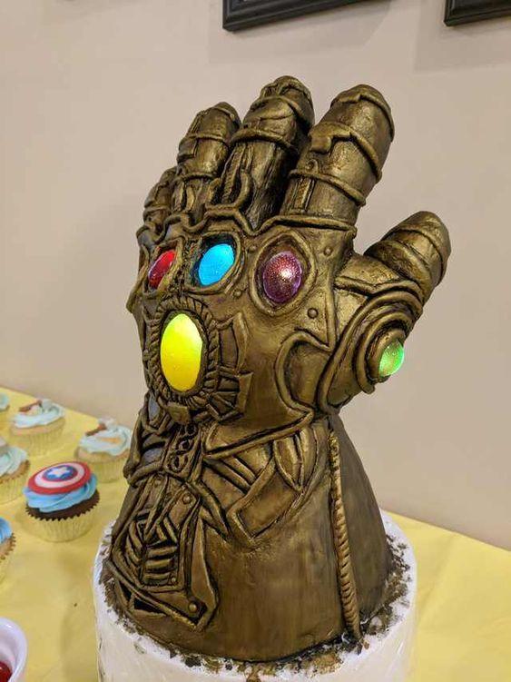 Torta guantelete Thanos
