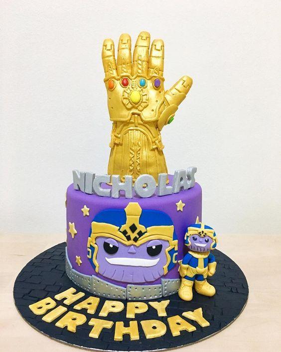 Torta guante en tonos dorados y violeta