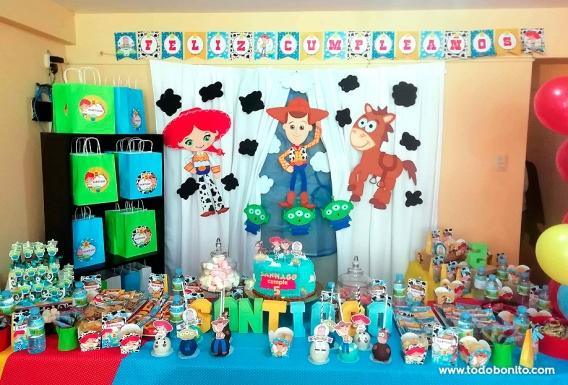 Mesa de cumpleaños de Toy Story
