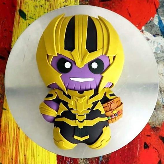 Torta Thanos muñeco
