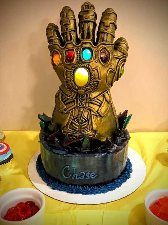 Torta de cumpleaños guantelete Thanos
