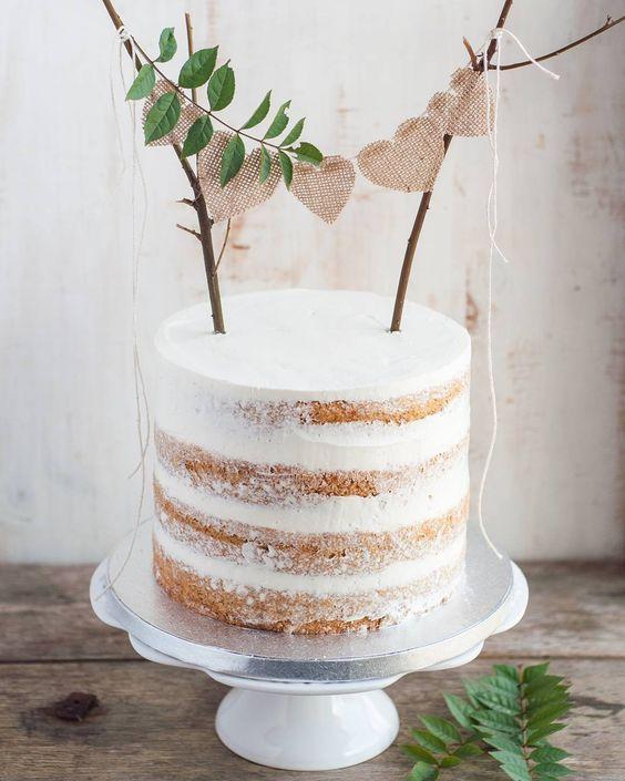 Torta rústica decorada con hojas