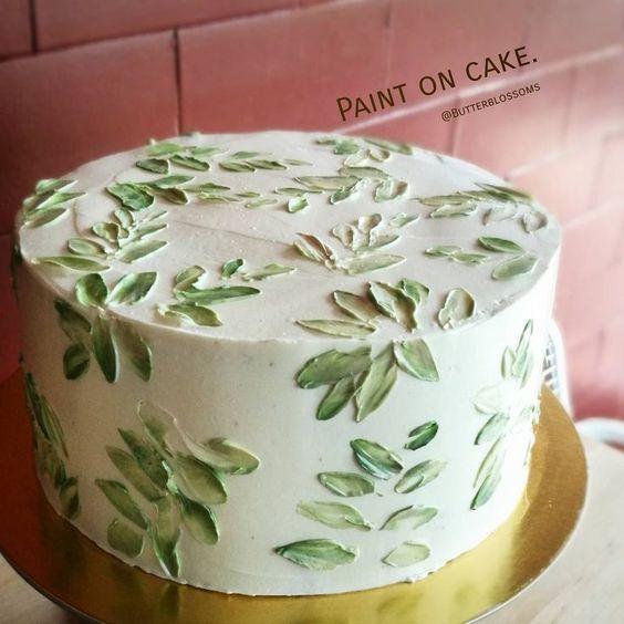 Torta decorada con hojas