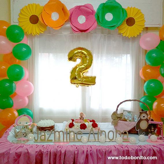 Mesa dulce decorada con los kits imprimibles de Masha y el Oso de Todo Bonito
