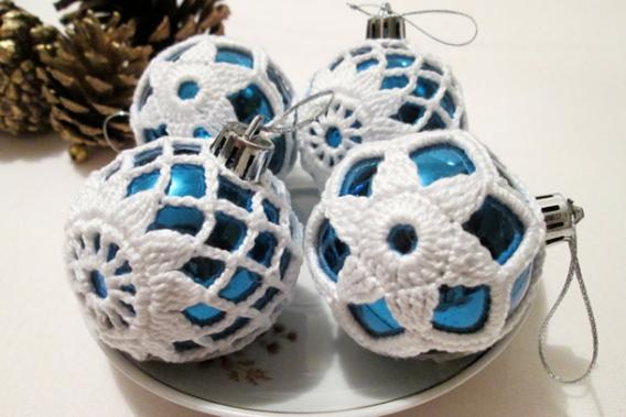 Esferas de Navidad decoradas con crochet