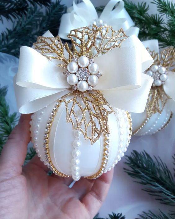Bolas de Navidad decoradas con pasamanería de lujo