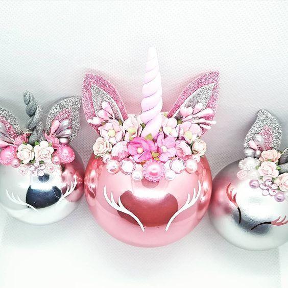 Bolas de Navidad decoradas como unicornios