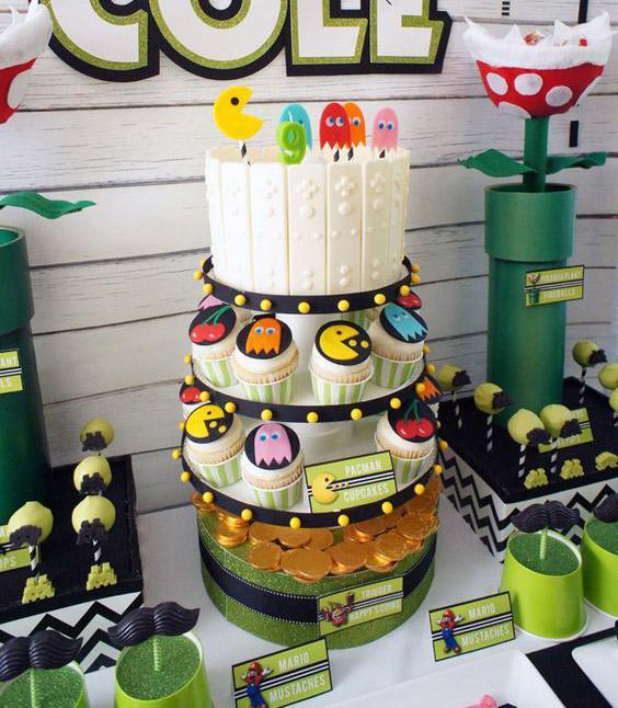 Cupcake y torta decorada con Pac-man
