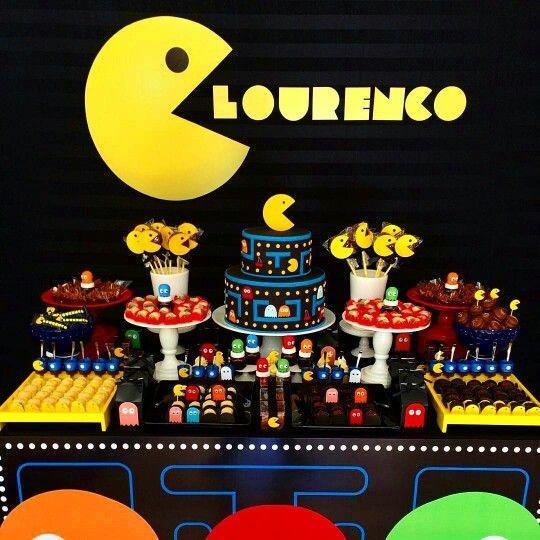 Mesa dulce decorada con Pac-man