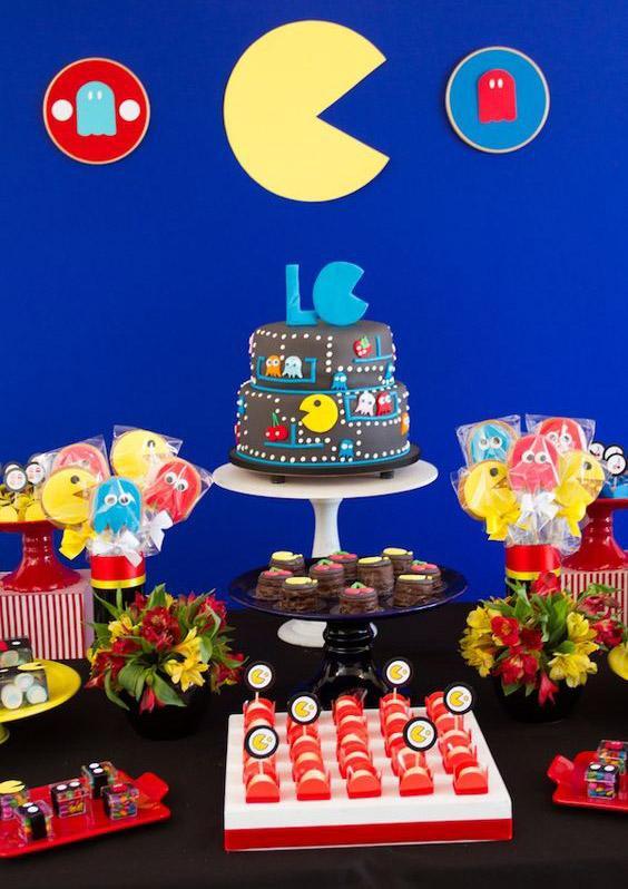 Mesa dulce de cumpleaños con Pac-man