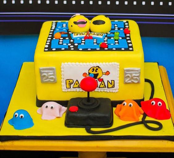 Torta decorada con juego de pac-man