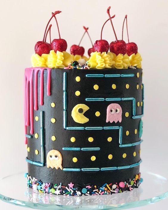 Torta de pac-man negra y amarilla