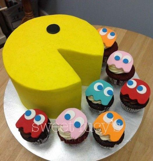 Torta amarilla de cumpleaños de pac-man