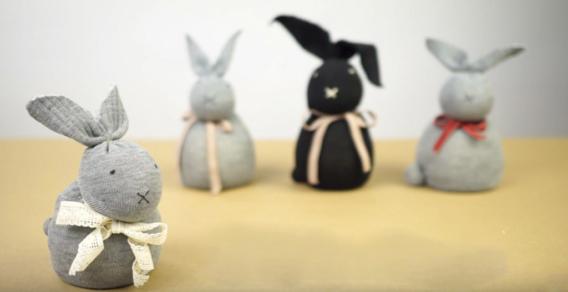 Conejo realizado con medias paso a paso