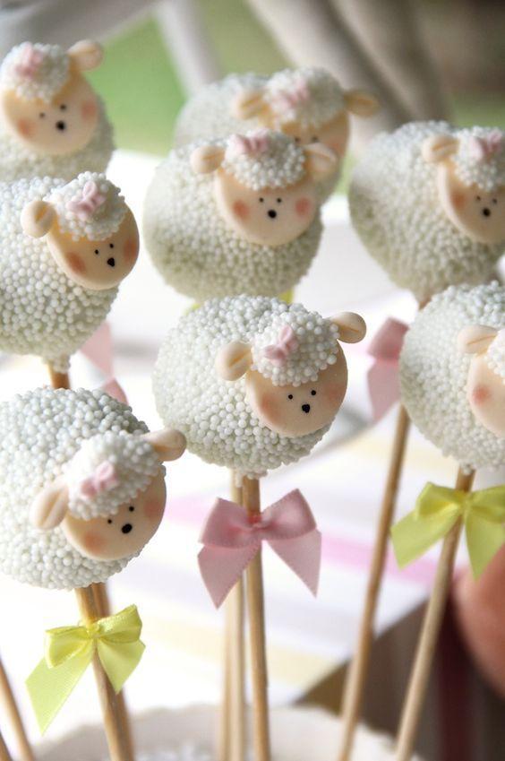 Cake pops de ovejas para niña