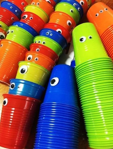 Vasos decorados para el día de niño