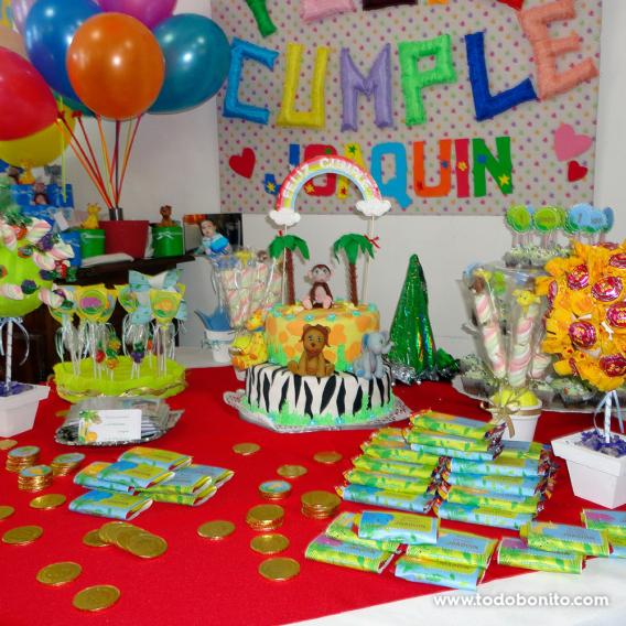 Mesa de cumpleaños de Selva