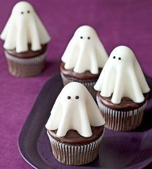 Cupcakes para Halloween con fantasmas de fondant