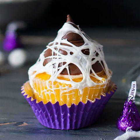 Cupcakes para Halloween decorados con telas de arañas