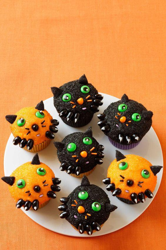 Cupcakes decorados para Halloween gatitos
