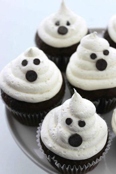 Cupcakes para Halloween con fantasmas de merengue