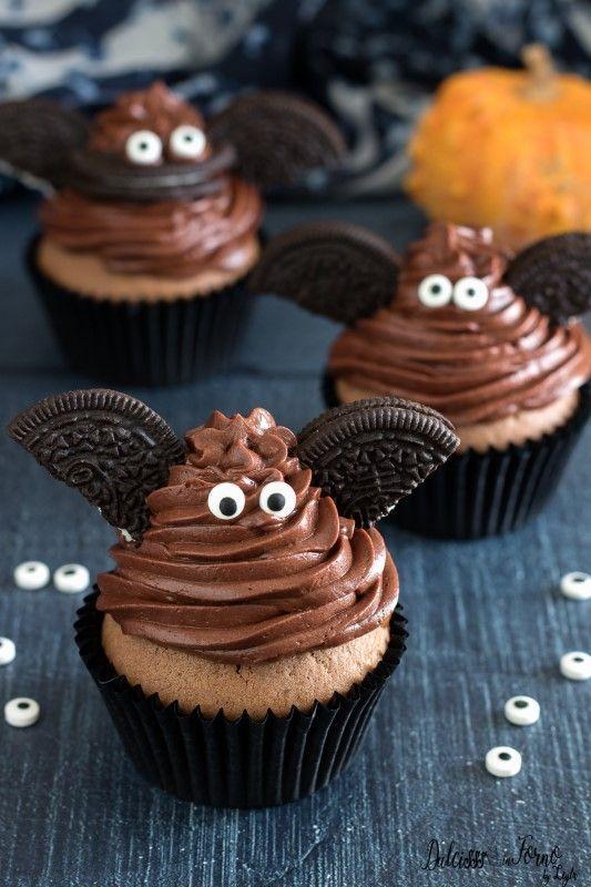 Cupcakes decorados para Halloween murciélagos de Oreos
