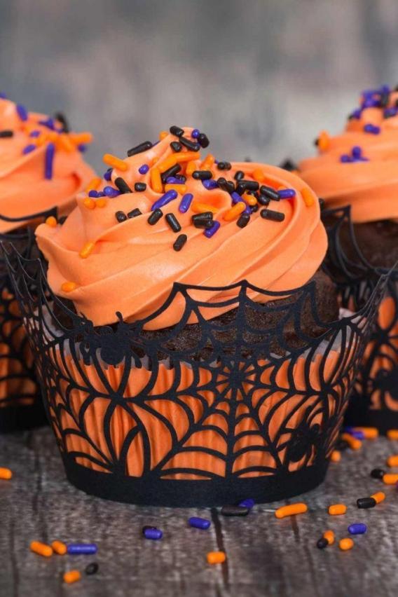 Cupcakes para Halloween decorados con telas de araña