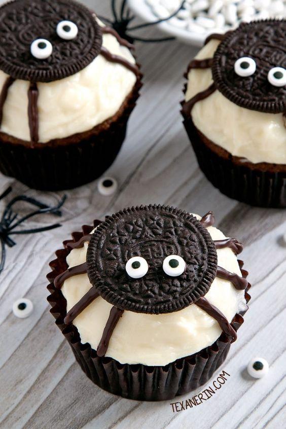 Cupcakes para Halloween decorados con arañas